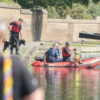Police divers and dogs search the Grand Union Canal 8 Sep 2014